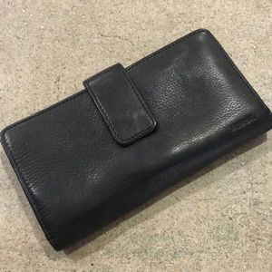 Fossil leather wallet black.